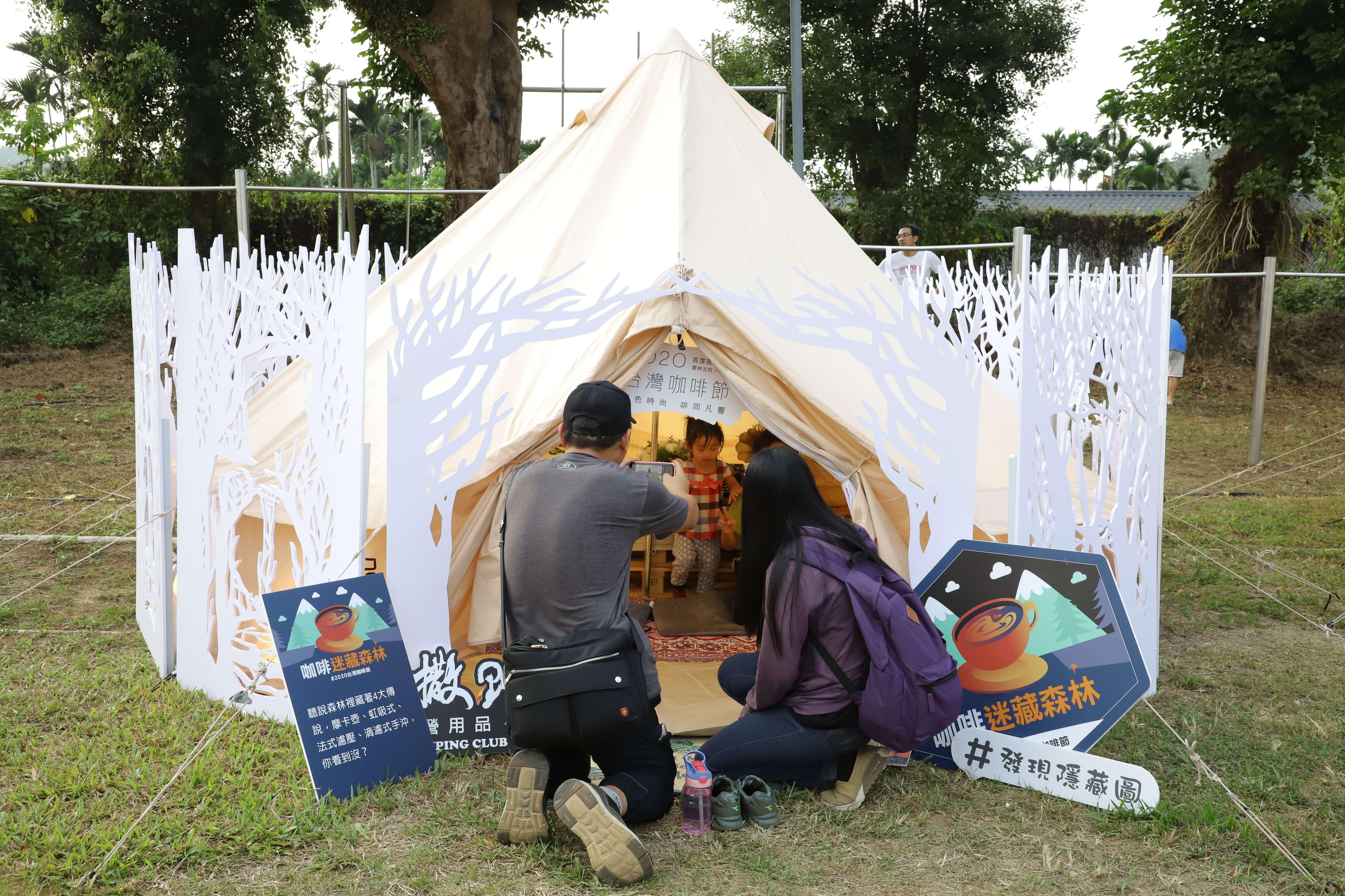 主題帳篷區吸引大批民眾拍照留念。