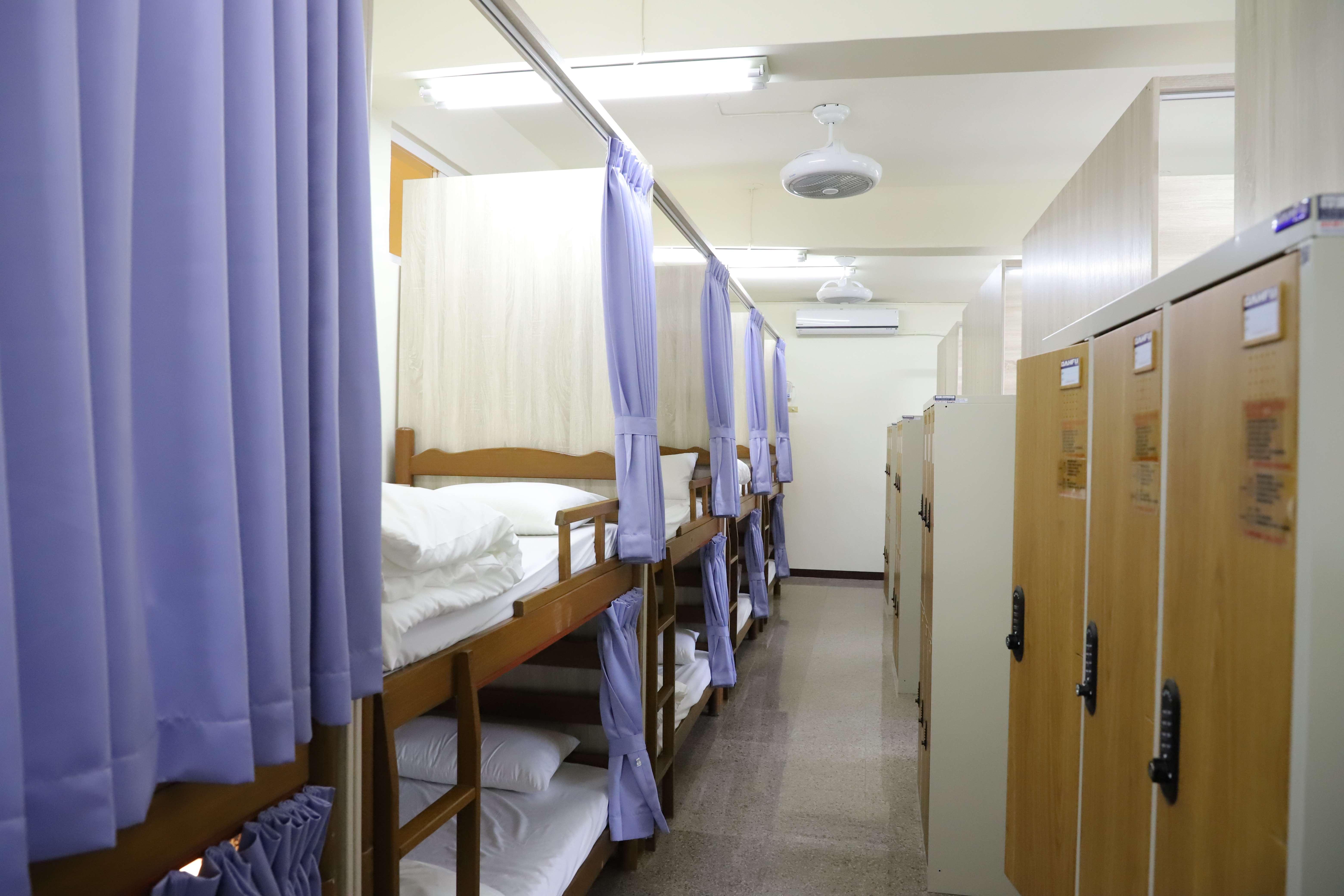 華山教育農園住宿區約有80通鋪個人床。