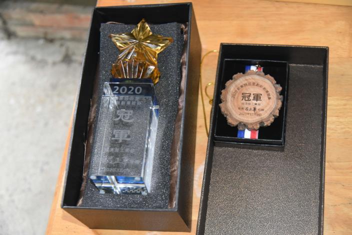 微醺農場獲得創業歸故里競賽全國第一名獎牌及獎座