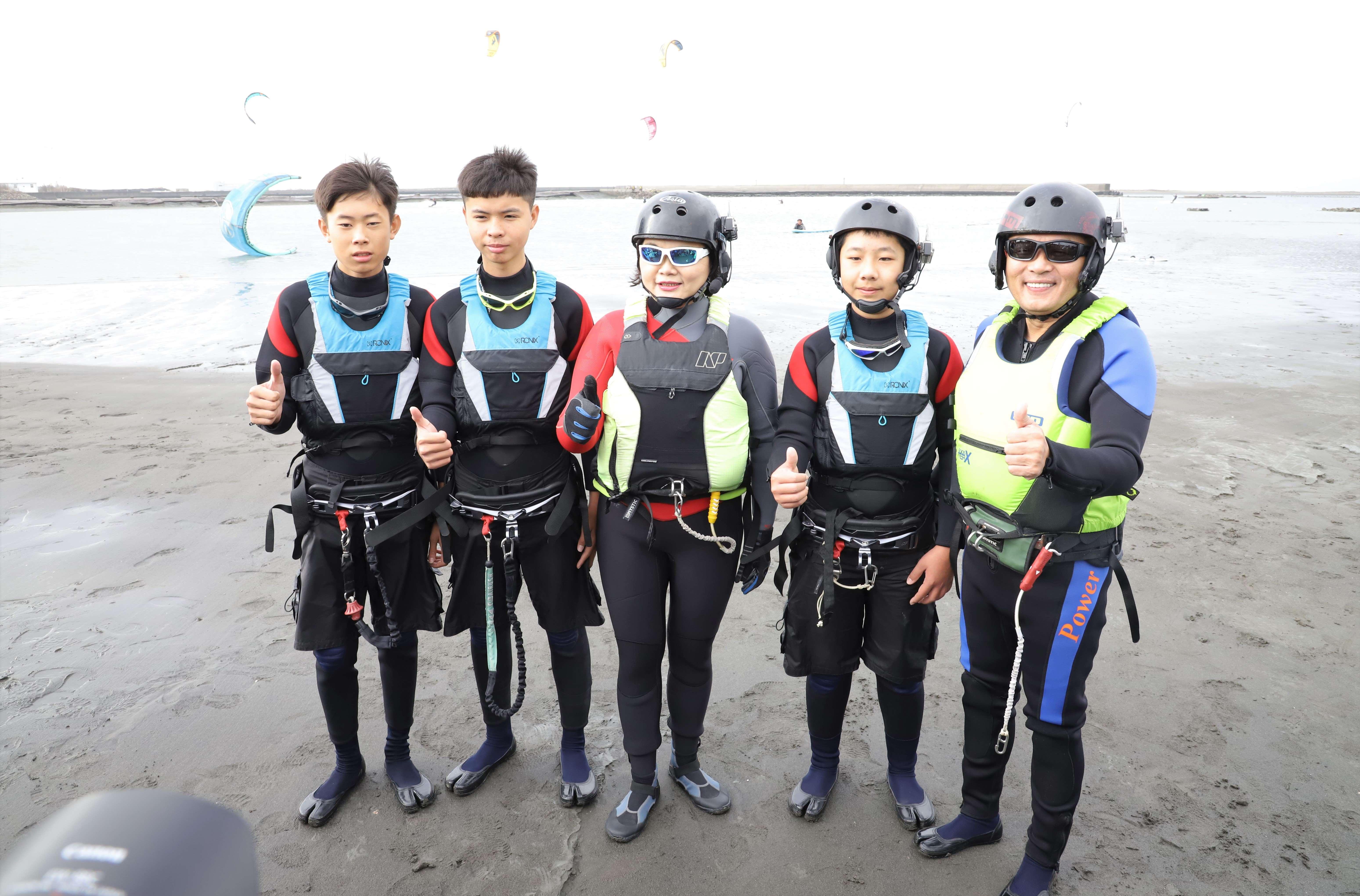 風箏衝浪幾乎沒有年齡限制,國中生也可體驗