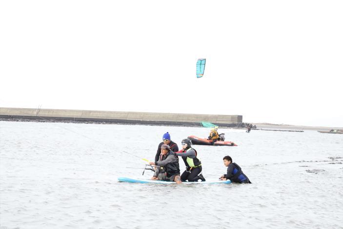 縣長張麗善體驗風箏衝浪002