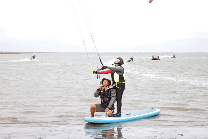 縣長張麗善體驗風箏衝浪001