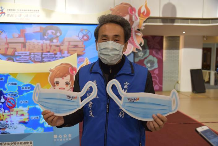 教育處採購具雙鋼印的醫療口罩預計於明年分兩梯次發送給全縣學生