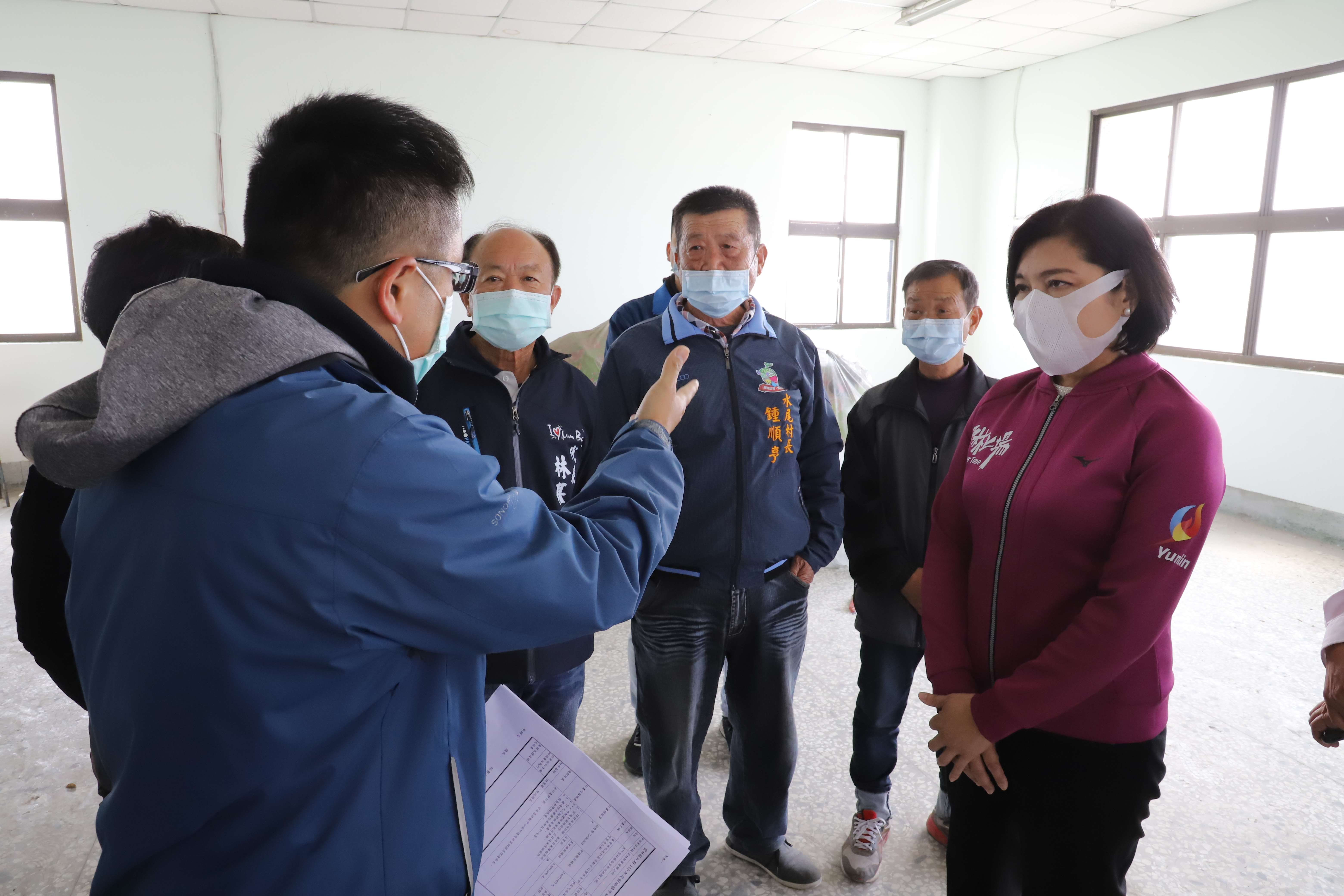 張縣長會勘水尾社區活動中心,允諾全力協助修繕。