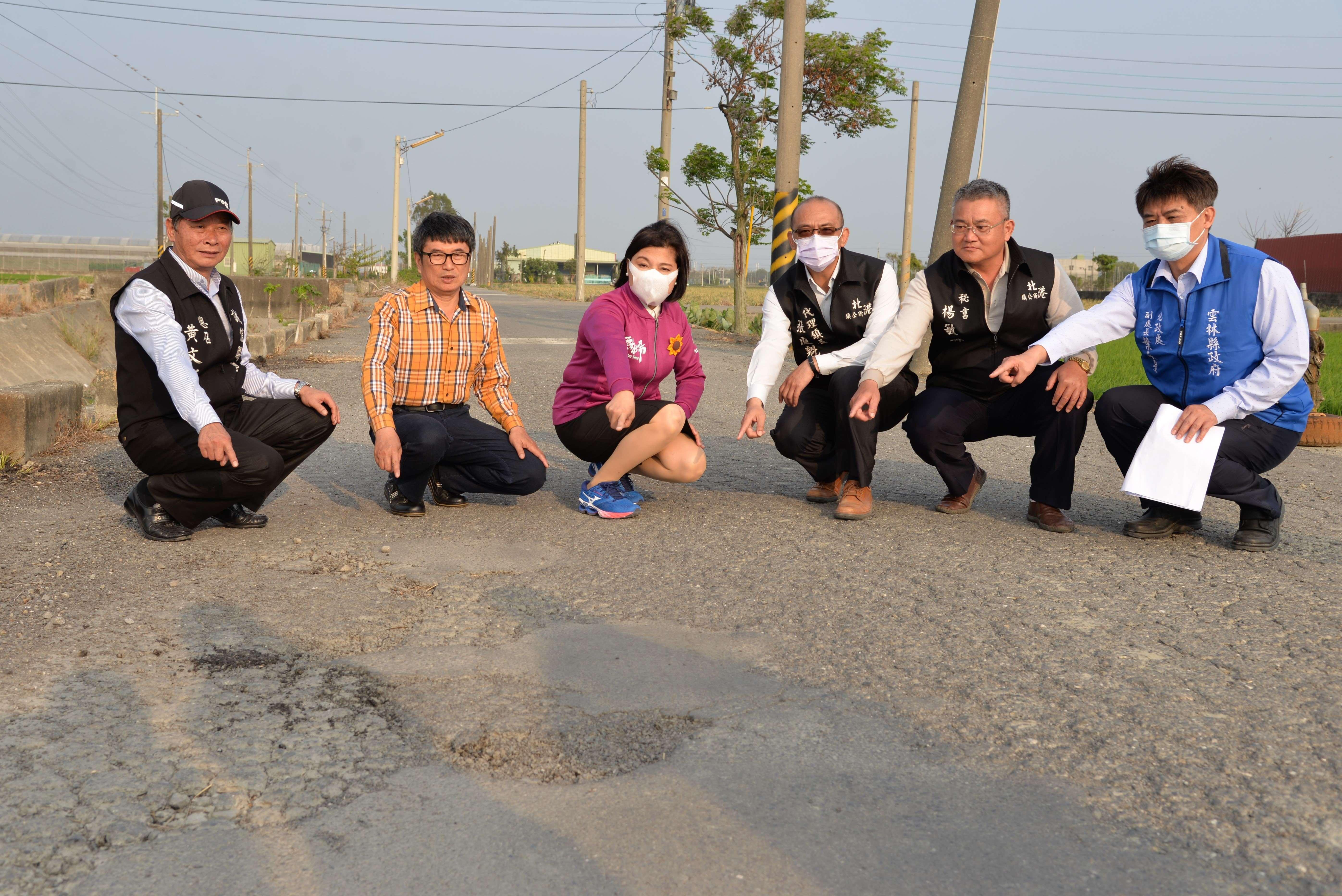 北港鎮後溝子(一)農地重劃區福德段689等地號東西幹路二農路破損嚴重,亟待改善。