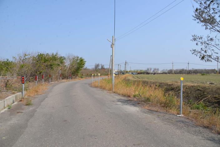 口湖鄉下崙農地重劃區下崙段2363地號農路35農水路改善工程,透過道路截彎取直,讓下崙國小師生、家長,往返通學更安全順暢。
