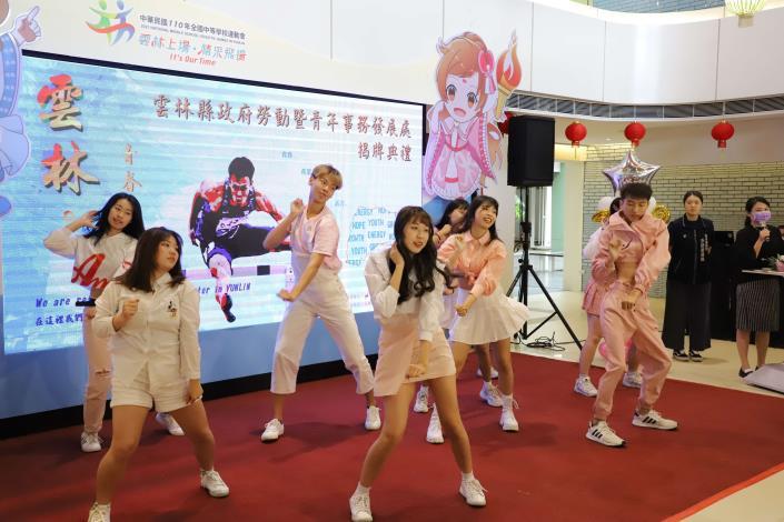 國立虎尾科技大學學生舞團Santé帶來熱力四射的舞蹈。