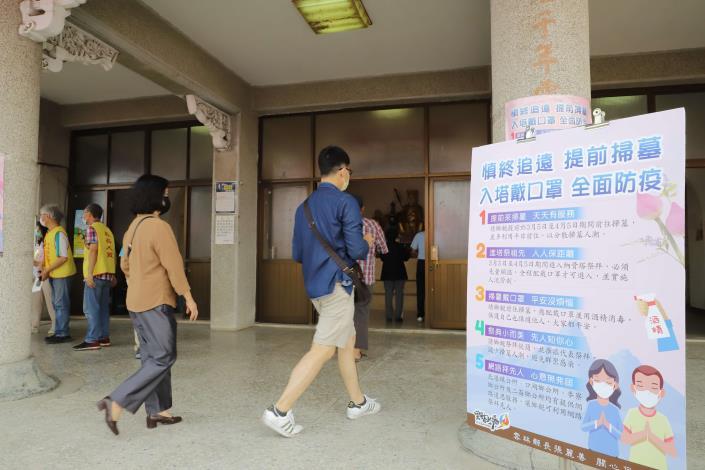 雲林縣今年開放民眾入塔祭拜,但必須全程配戴口罩才可進入。