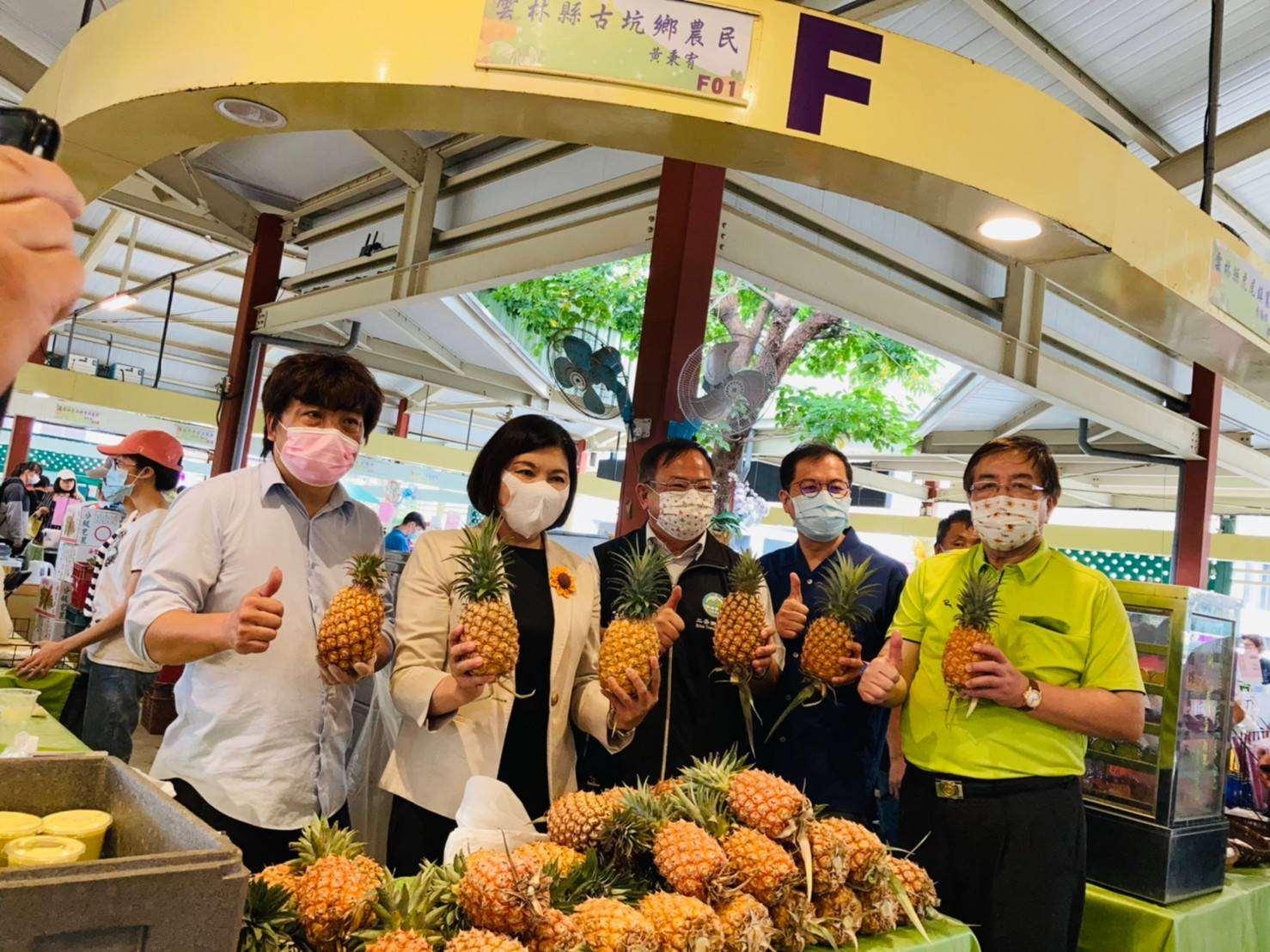 正是雲林鳳梨西瓜品嘗好時機  縣府北上台北希望廣場展售促銷