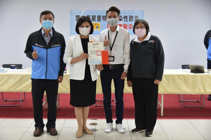 簡報製作創意競賽榮獲優勝者-衛生局呂俊緯.JPG