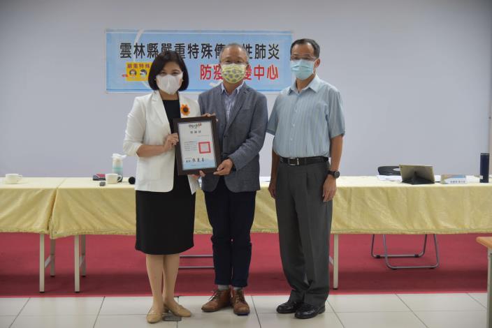 張縣長頒發「警察版天倫D+卡」感謝狀予高增堯董事長
