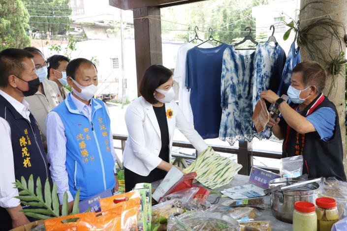 縣府推出的賞螢遊程,還可體驗社區產業文化。