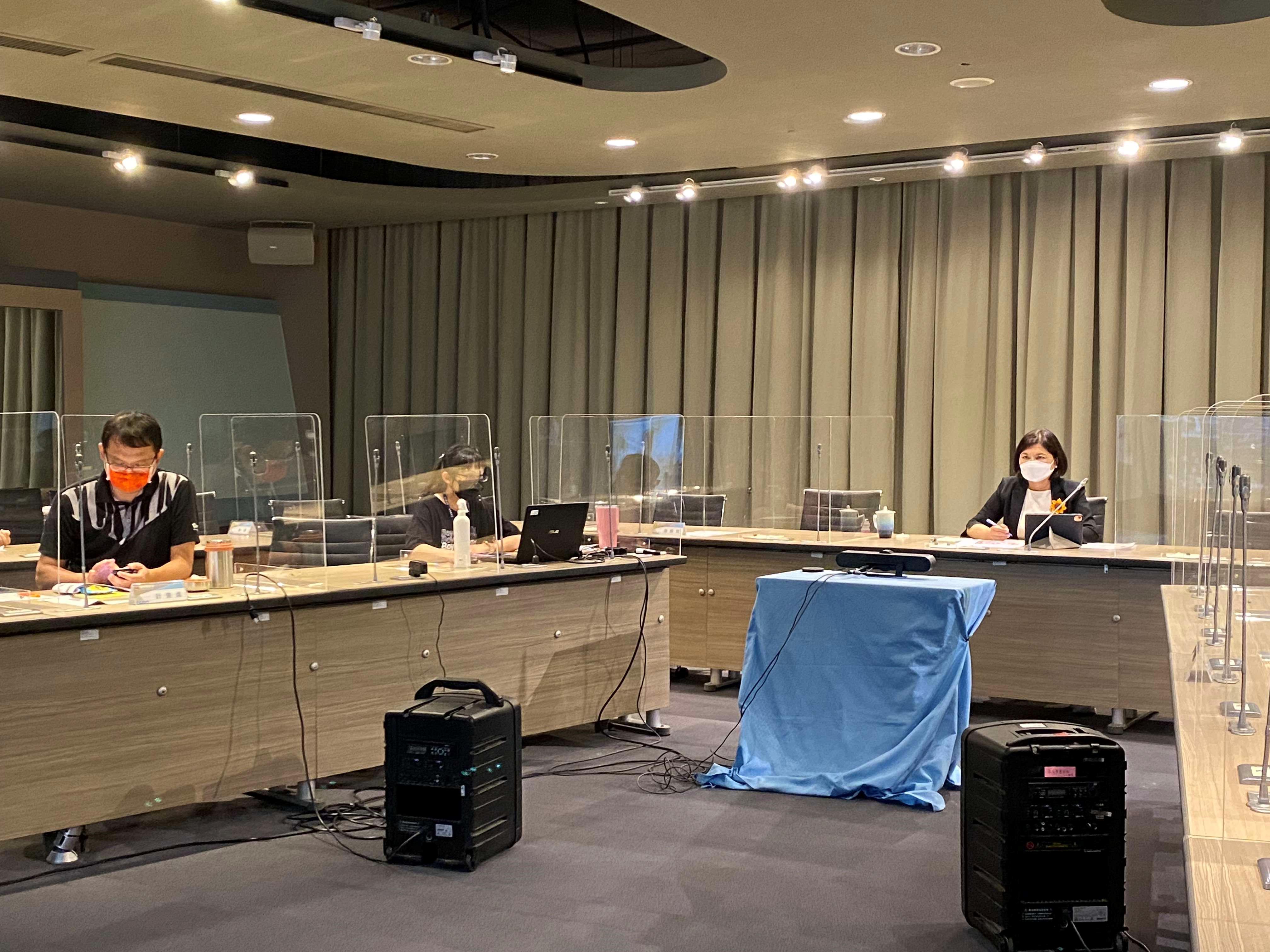 今(7)日第一場次共識會議工作坊講座,邀請到臺灣設計研究院 張基義院長,以設計x台灣為本次講座議題,與張麗善縣長一起展開序幕