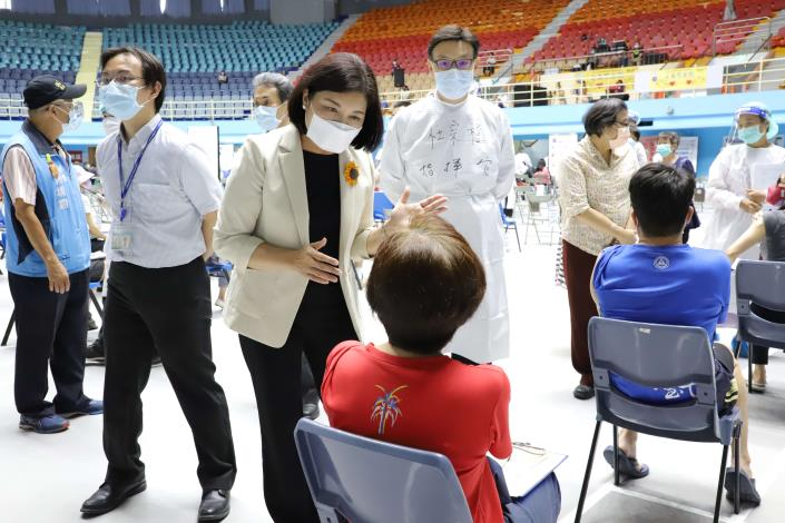教職員工完成疫苗施打,拉起校園安全防疫網