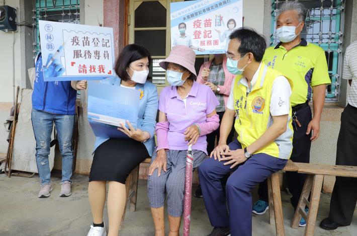 張縣長呼籲65歲以上長輩踴躍上網登記施打第二劑疫苗。