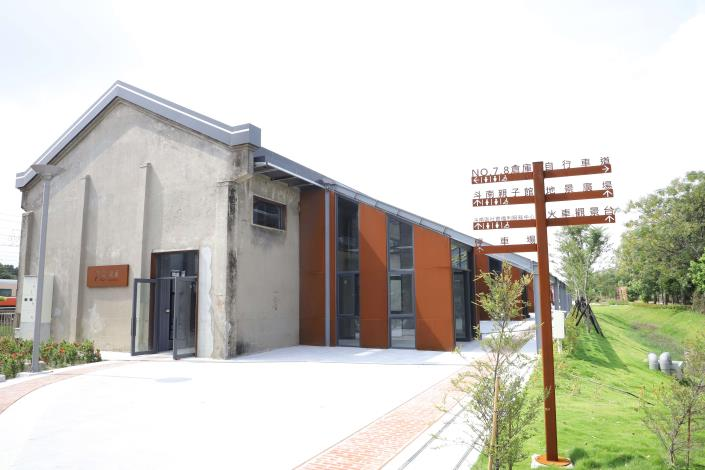 斗南火車站南向倉庫活化,不僅設有青創基地,還有許多社福設施。