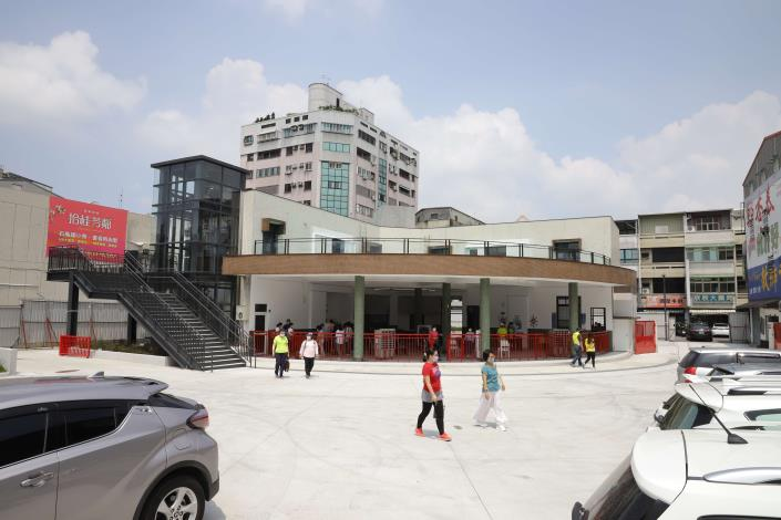 斗南舊台汽車站也是「璀璨斗南之心新建工程」工區之一,縣府與中正大學合作打造青銀共生基地。