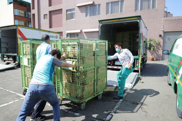 台塑企業採購的斗六文旦,即日起透過郵局分送全台各地。