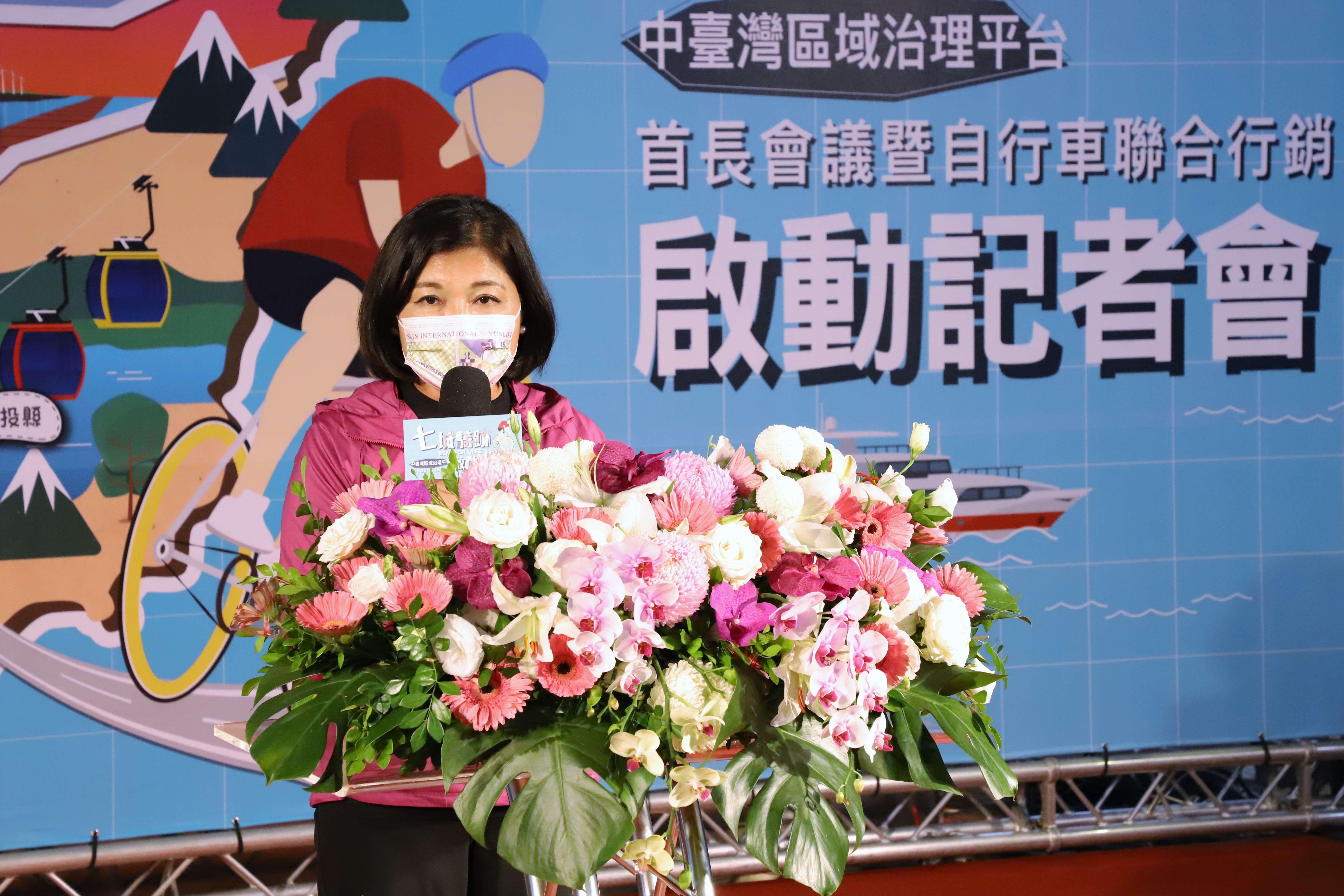 張縣長出席中台灣區域治理平台首長會議,呼籲中央放寬各縣市自購疫苗,並邀請大家參與2021雲林國際偶戲節。