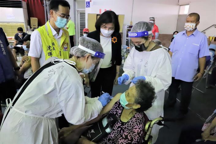 張縣長視察雲林縣65歲以上長輩第二劑疫苗施打情形