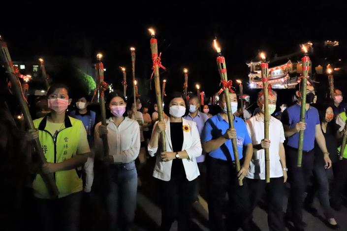 張縣長等人藉由澹仔火迎暗景的意涵,照亮雲林客庄的文化,也祈福台灣平安。
