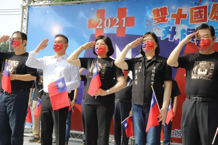 張縣長參與國慶升旗典禮,希望大家都能記得這段歷史。