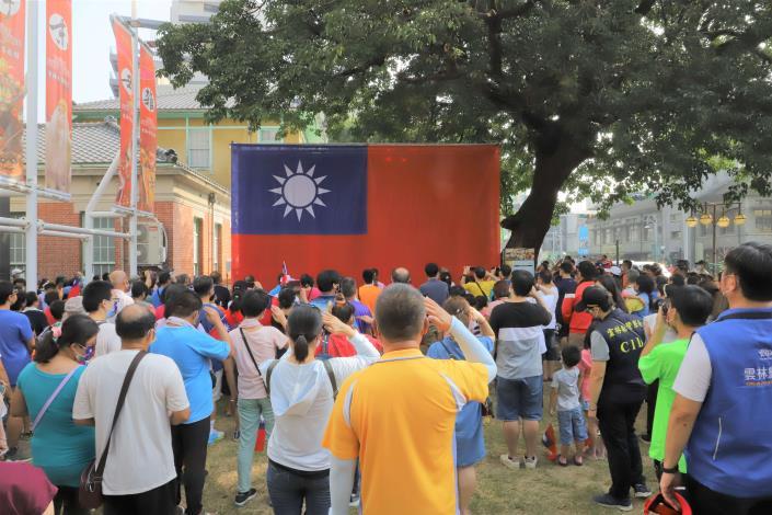 今日國慶升旗典禮,吸引不少民眾參與。