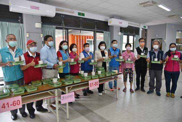 縣府致力推廣長青食堂共餐服務,讓長輩能吃到一頓熱騰騰的營養午餐