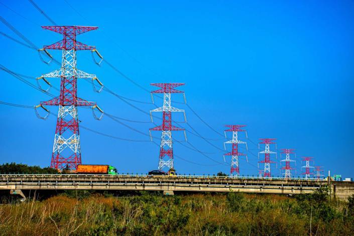 電力設備組佳作_柯月娥_塔塔相連