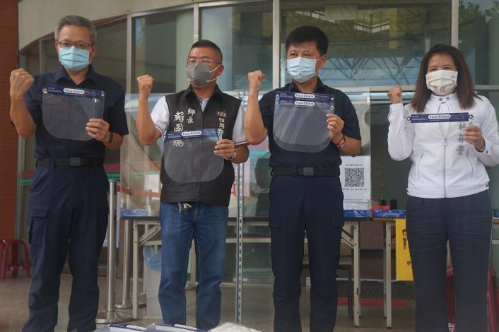 20210602-鄉長至台西分局致贈防疫物資04.JPG