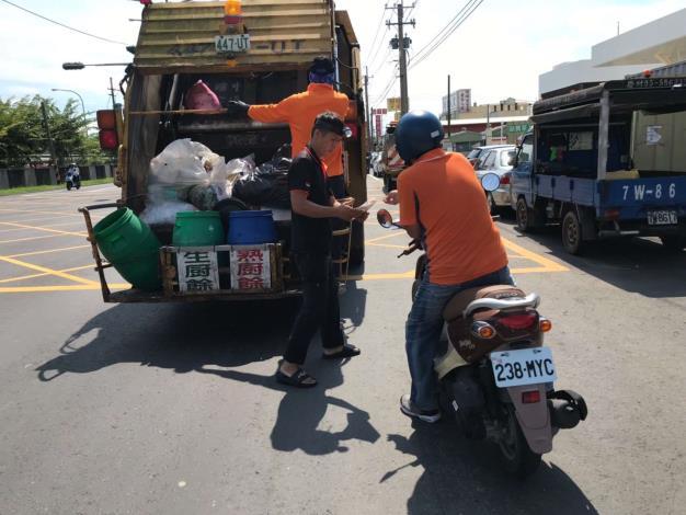 配合清運路線宣導垃圾分類4