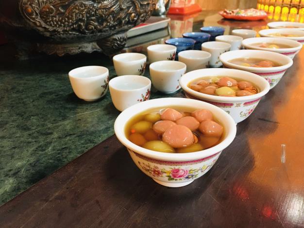 祭祀前的供品甜湯