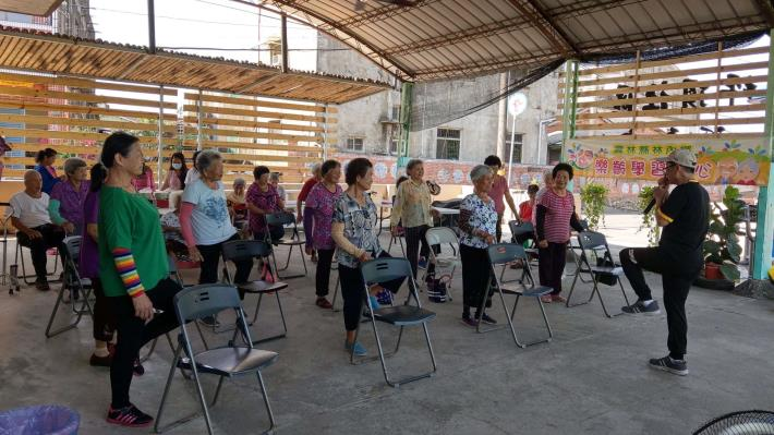 109-09-23 樂齡課程 : 銀髮體適能 (坪頂村活動中心)