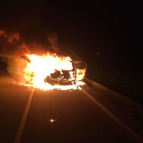 雲林縣消防局第二大隊褒忠分隊成功搶救158縣道旁車輛火警