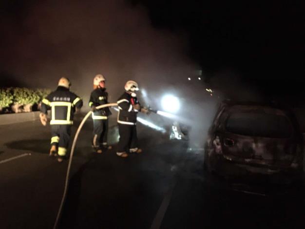 雲林縣消防局第二大隊褒忠分隊成功搶救158縣道旁車輛火警-滅火完成