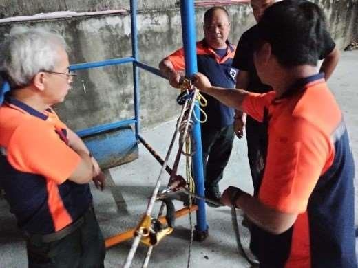 雲林縣消防局第一隊斗南分隊辦理T型救援系統架設及ID操作訓練-架設過程