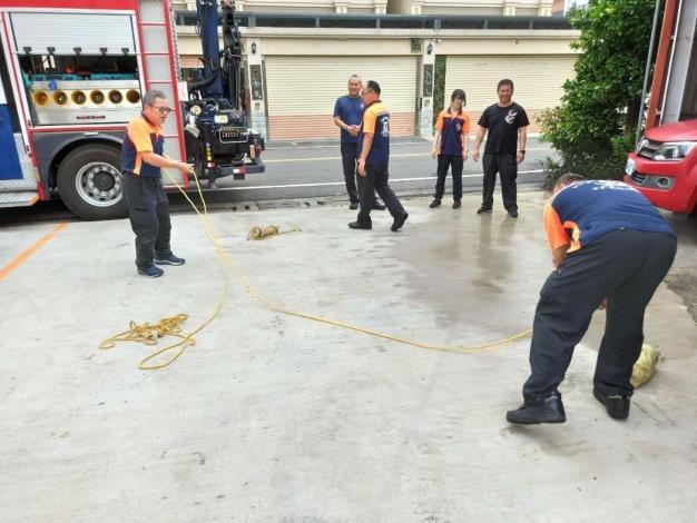 雲林縣消防局第一大隊斗南分隊辦理水域裝備整備及操作-訓練過程