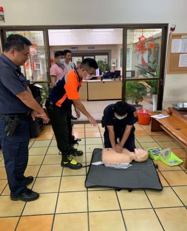 雲林縣消防局第二大隊虎尾分隊辦理虎尾派出所CPR AED救護宣導-宣導過程