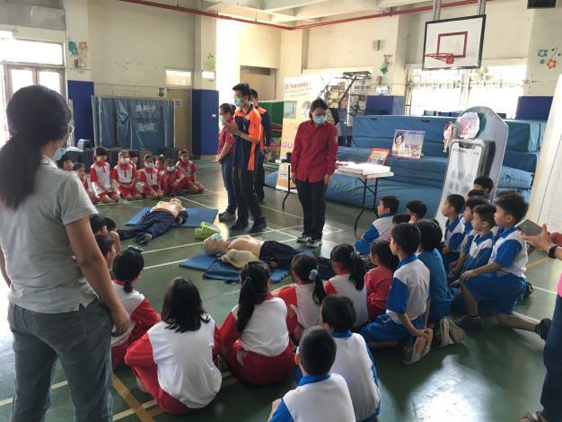 雲林縣消防局第三大隊辦理東勢國小全民CPR大型救護暨防火、防災宣導活動-CPR宣導