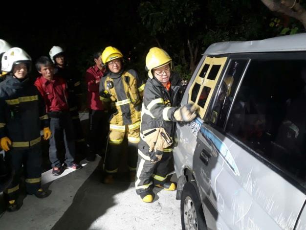 雲林縣消防局第一大隊斗南義消分隊辦理車體破壞訓練