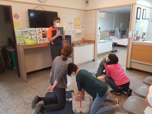 雲林縣消防局第二大隊西螺分隊辦理洗腎診所CPR AED教學-CPR操作