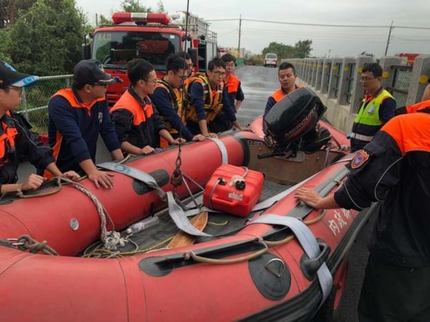雲林縣消防局第二大隊虎尾分隊辦理水上救生訓練-船艇講解