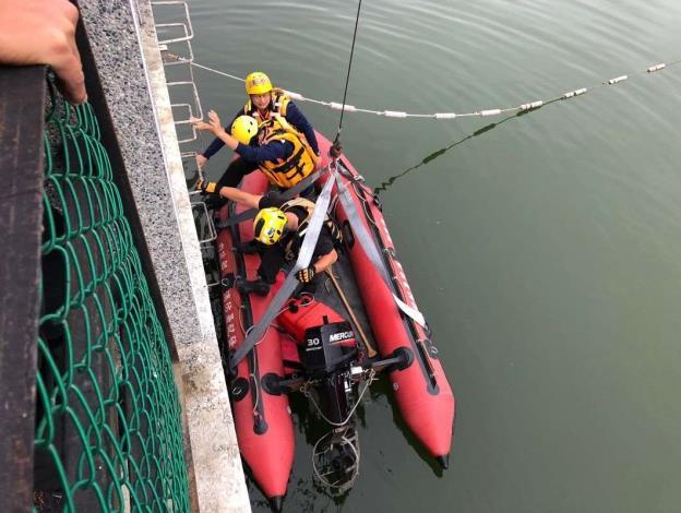 雲林縣消防局第二大隊虎尾分隊辦理水上救生訓練-下船訓練