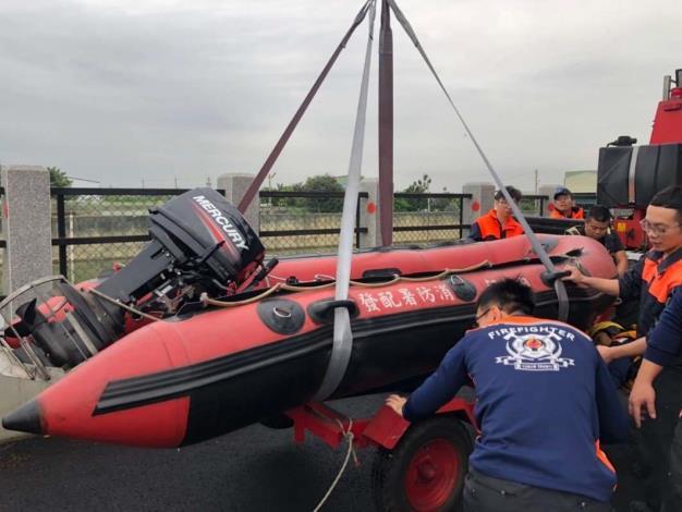雲林縣消防局第二大隊虎尾分隊辦理水上救生訓練-訓練過程