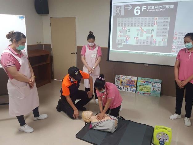 雲林縣消防局第二大隊西螺分隊協助雲林基督教醫院附設護理之家辦理自衛消防演練與急救教育-CPR訓練