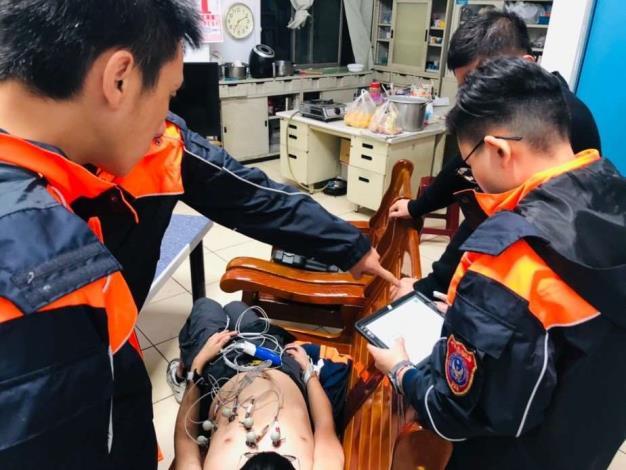 雲林縣消防局第一大隊斗南分隊辦理12導程心電圖機操作訓練
