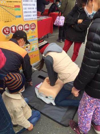 雲林縣消防局第一大隊林內分隊辦理青松泡泡同樂會防火宣導活動-CPR宣導