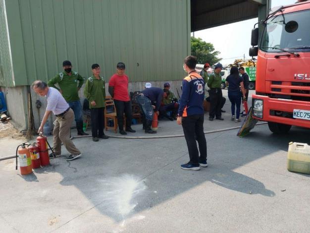 雲林縣消防局第一大隊大埤分隊受邀到大埤清潔隊防災及救護宣導-宣導過程