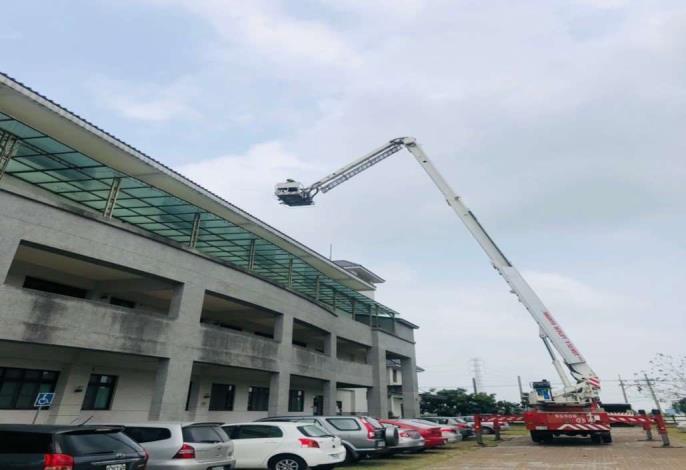 雲林縣消防局第一大隊斗南分隊辦理轄內太陽能光電場所搶救演練-搶救過程