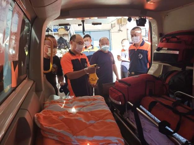 雲林縣消防局第一大隊斗南分隊辦理「防護衣穿脫及消毒流程」教育訓練-車輛消毒